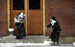 「シスター雪球なげる」
