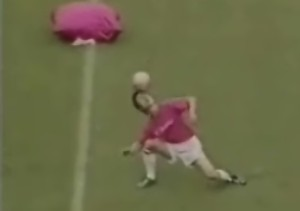 「サッカー頭リフティング」